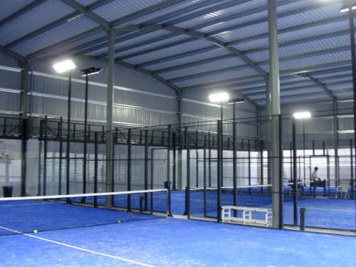 Construcción pista de tenis en Castro Urdiales